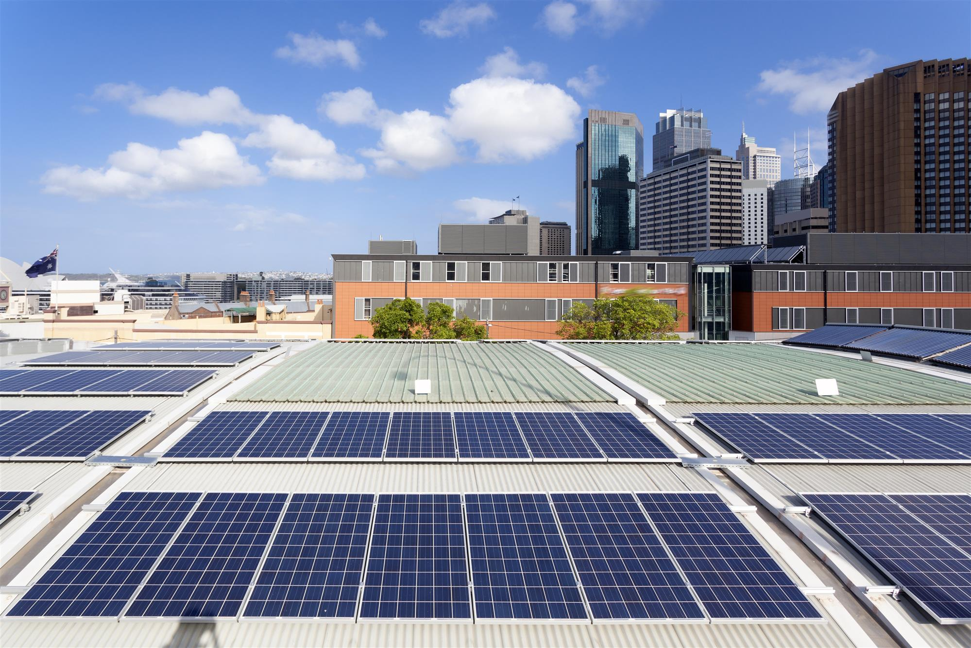 How Manufacturers Can Leverage Solar Power to Help Them Lower Their Energy Expenses